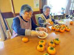焼酎柿・干し柿作りをしました。|長岡三古老人福祉会