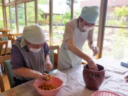 梅干し作り|長岡三古老人福祉会