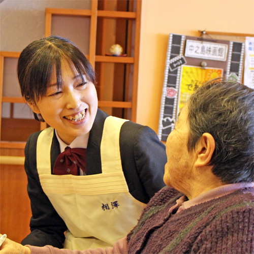 先輩インタビュー|長岡三古老人福祉会 採用情報サイト