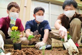 花壇の植え替え 長岡三古老人福祉会