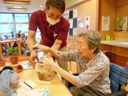 かき氷作り|長岡三古老人福祉会