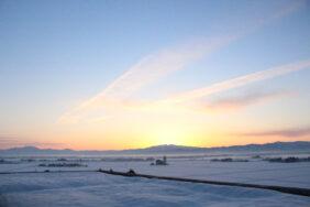 守門岳に昇る朝陽|長岡三古老人福祉会