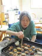 たこ焼き作り|長岡三古老人福祉会